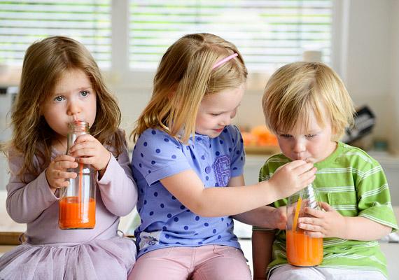 Ha több gyermeked is van, egymás szeretetére, illetve mindennemű féltékenység kirekesztésére is meg kell tanítanod őket. Támogatni kell a jó testvéri viszony kialakulását, hogy ott legyenek egymásnak egy életen át.