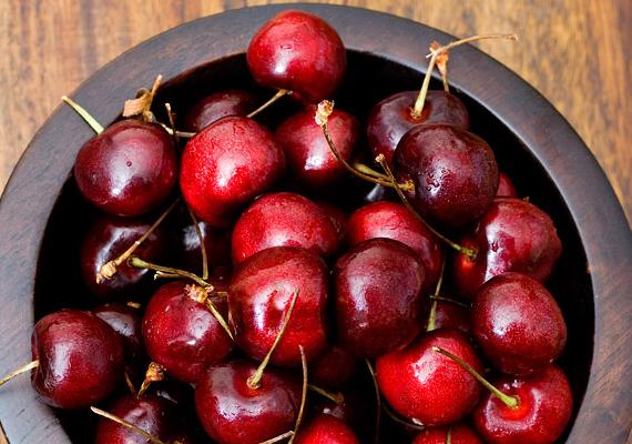 A cseresznyét az ókorban az istenek eledelének tartották, a Távol-Keleten pedig manapság is az ifjúság és a megújulás szimbóluma. Figyelemre méltóan magas az A- és C-vitamin-tartalma, ezen kívül tartalmaz vasat, kalciumot, magnéziumot.