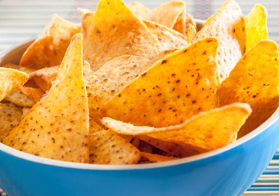 A chipsek - és a kekszeket is idesorolhatjuk -, vagyis az efféle rágcsálnivalók rengeteg tartósítószert tartalmaznak, nem beszélve az ízfokozó aromákról. Osztálykirándulásra inkább adj neki puffasztott rizsszeletet.