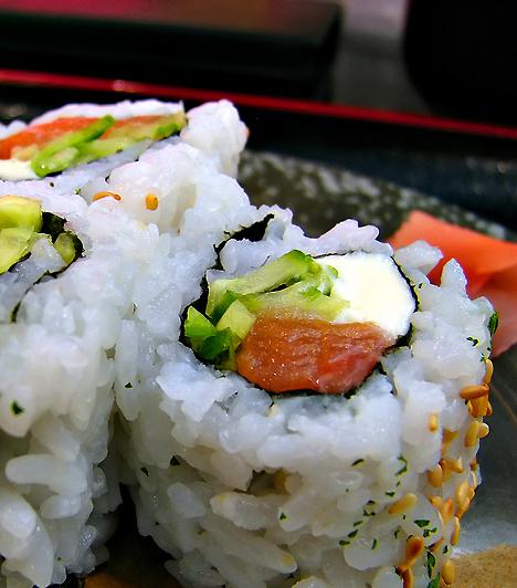 SzusiMialatt babát vársz, kerüld a nyers halból készült ételeket. A nyers hal a fertőzött tengervizek betegségeit is terjeszti, emellett azonban bizonyos halfajták még főtten vagy sülten sem ajánlottak higanytartalmuk miatt. Kerüld a kardhalat és a cápahúst, de lehetőség szerint tonhalat is legfeljebb hetente egyszer fogyassz.