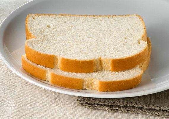 A fehér kenyér lassítja az emésztést, és nem tartalmazza a gabona értékes, tápláló anyagait. Válassz helyette teljes kiőrlésűt.