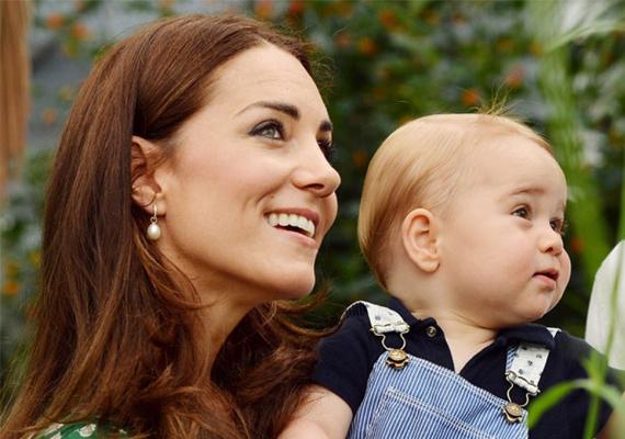 A fiú után most kislányt remél a pár, a hírek szerint már a neve is megvan, amennyiben az lesz. A kis George egyébként nemrég múlt egyéves, így nem lesz nagy korkülönbség a két gyermek közt.