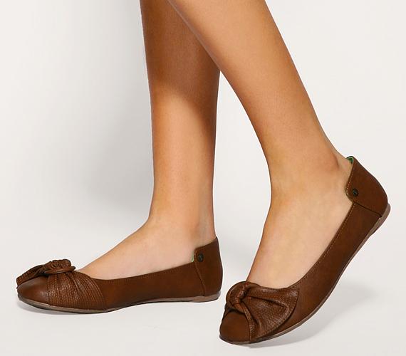 Ha a visszafogott stílust kedveled, vagy olyan cipőt keresel, mely szolid, nőies fazonjával megfelel az irodába, a praktikus és sikkes bőr balerinatopánokban megbízhatsz.