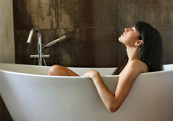 A palástfűből fürdőt is készíthetsz. Fél napra áztass be 200 grammnyit, forrald fel, majd add a fürdővizedhez.