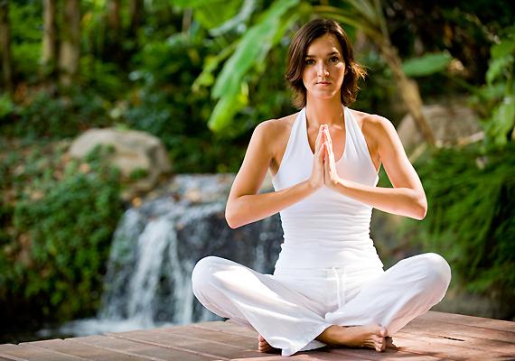 A teherbeesést nehezítő stresszt senki sem tudja teljes mértékben kiiktatni az életéből - viszont ellensúlyozhatod, például jógával, aminek a meditáció is része.
