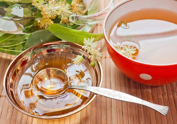 A hársfa ugyancsak immunerősítő hatással bír, ha pedig már megtörtént a baj, enyhíti a légúti panaszokat. Készítsd belőle forrázatot a gyereknek, és ízesítsd mézzel.