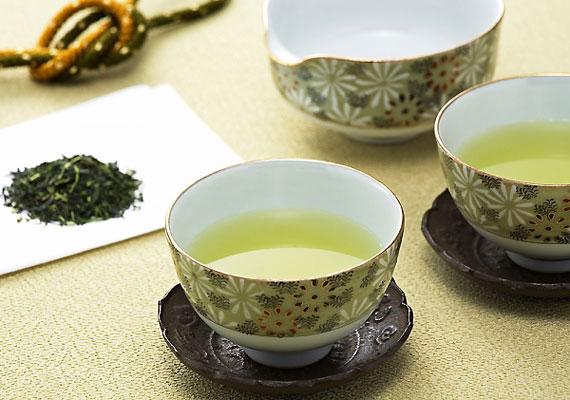 A zöld tea magas vérnyomást okozhat, ami a magzatot is veszélyezteti.