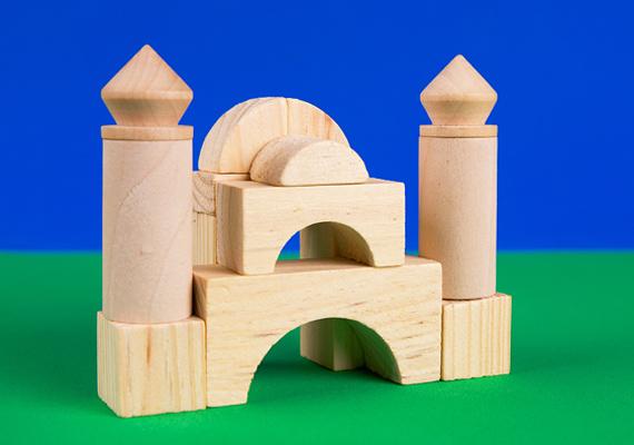 Az építőkocka sosem megy ki a divatból, a kis építészek igazi remekműveket alkotnak a faelemekből.