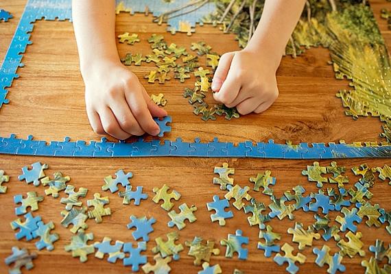 A puzzle nemcsak a kicsi memóriájára van jó hatással, de a vizuális képességét is fejleszti.