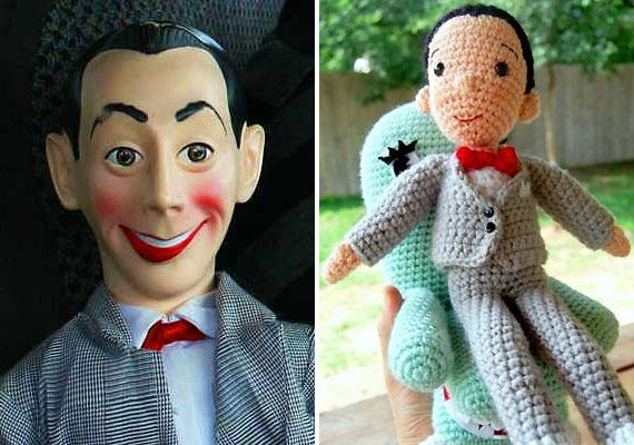 A Pee-wee Herman nevű figurát alakító színészt, Paul Reubenst egy pornómoziban tartoztatták le, amiért nyilvánosan önkielégítést végzett. Egy gyártó, ki tudja, milyen észtől bántva, ennek nyomán alkotta meg a Pee-wee Herman játékbabát kicsiknek.