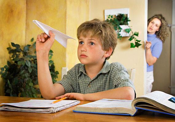 Jellemzőek a koncentrációs készség csökkenéséből adódó tanulási zavarok. Ha a korábban megfelelően teljesítő gyerkőc tanulmányi eredménye minden ésszerű ok nélkül visszaesik, felmerül a vérszegénység gyanúja.
