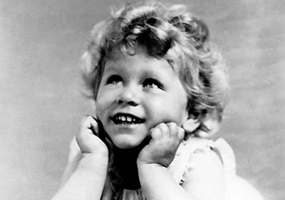II. Erzsébet 1928-ban, kétévesen tündéri leányzó.