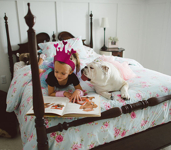 A hercegnői korona és a rózsaszín tütü is elő-előkerül.