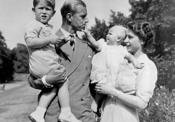 A kis Károly érkezése után egy évvel Erzsébet hercegnő ismét állapotos lett. Második gyermeke és egyben egyetlen leánya, Anna hercegnő 1950. augusztus 15-én délelőtt 11 óra 50 perckor, 2,7 kilogrammal született. Az akkori híradások szerint a szülés könnyen, komplikációktól mentesen zajlott, a baba érkezése után nem sokkal pedig az anyakirálynő kétórás látogatást tett unokájánál, a londoni Clarence House-ban.
