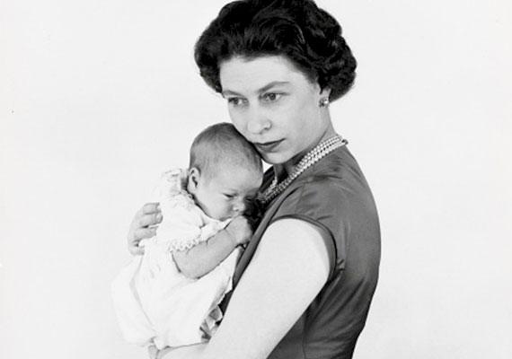 András herceg a Buckingham-palota Belga lakosztályában született 1960. február 19-én, II. Erzsébet királynő és Fülöp herceg harmadik gyermekeként. András volt az ekkor 34 éves II. Erzsébet első kisbabája, aki anyja koronázása után született. Az uralkodó gyermekeként már születése után járt neki az ő királyi fensége megszólítás és a brit királyi herceg cím. Idősebb testvéreinél szokott módon nevelőnőre bízták, később pedig magántanulóként végezte az alsóbb tagozatokat.