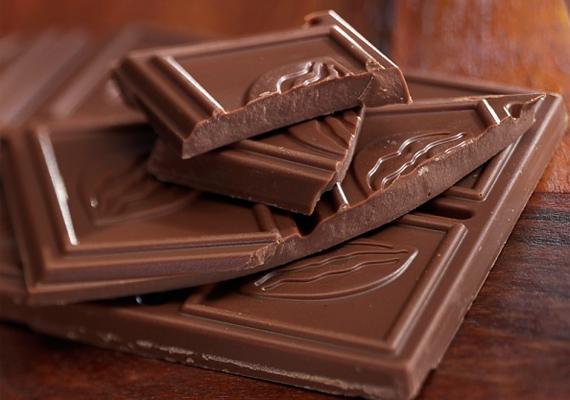 A csoki az egyik legjobb módja lehet a kellemetlenség elűzésének, mivel finom, könnyen lecsúszik, továbbá a kakaóbabban lévő teobromin nevű alkotóelem köhögéscsillapító hatású.