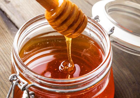 Makacs köhögés esetén segíthet a méz is. Egy kiskanállal néha-néha elszopogatni vagy mézzel lecsurgatott diót enni felér egy csemegével, antibakteriális hatásának köszönhetően pedig segít a kellemetlenség legyőzésében is.