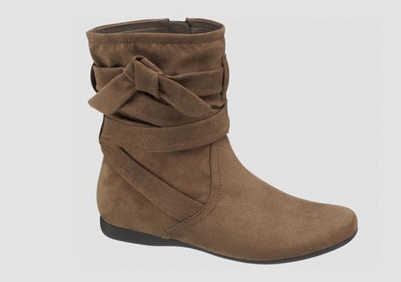 Késő ősszel, térdig érő szoknyákhoz nagyon csinos lehet ez a masnis csizma. Deichmann, 6990 forint.