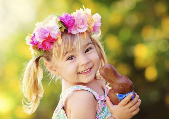 Rózsa, rózsa, szép virágszál,Szálló szélben hajladozzál.Napsütésben nyiladozzál,Meglocsollak, illatozzál.