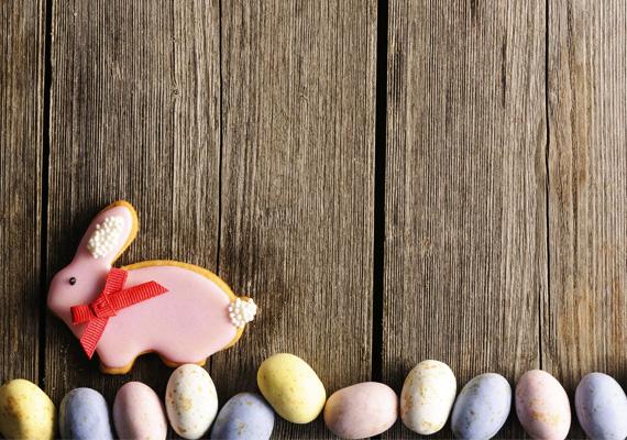 Harangoznak húsvétra,Leszakadt a tyúklétra:Kezdődik a locsolás –Nekem is jut egy tojás.