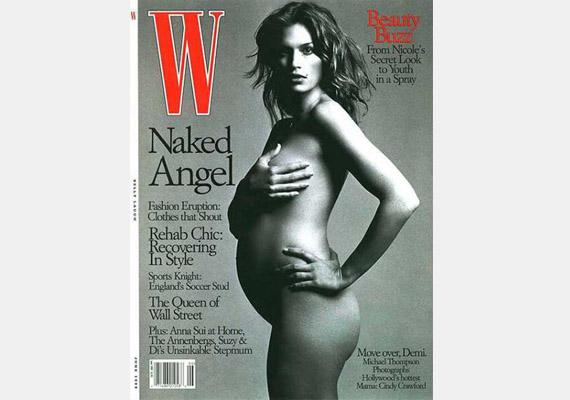 Cindy Crawford a W címlapján fekete-fehér fotón mutatta meg ruhátlan babapocakját.