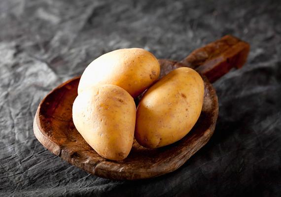A burgonya a második kenyér, így szokták mondani, de nemcsak amiatt rokonok, mert mindkettőt gyakran esszük, hanem azért is, mert a burgonya is hizlal, így nem érdemes sokat fogyasztani.