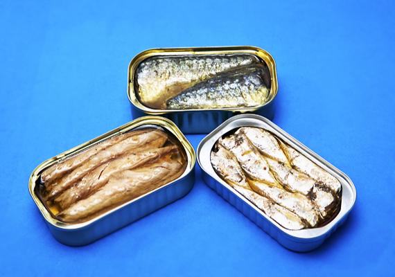 A szardínia amellett, hogy nagyon jó D-vitamin-forrás, kalciumban is bővelkedik: 100 grammban 382 milligramm van.