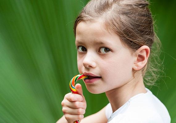 Az étkezés is hatással van az agyműködésre, és a hiányzó koncentrációt sokan cukorral igyekeznek pótolni, ami azonban hamar visszaüt. Fáradékonnyá és hiperaktívvá tehet. Ezért fontos a kiegyensúlyozott étrend.