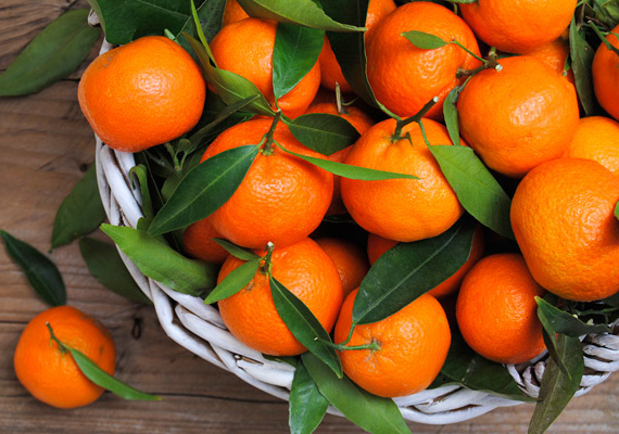 Az illatos mandarin elmaradhatatlan összetevője az egészséges mikuláscsomagnak. Egy darabot körülbelül 30-40 forintért tudsz megvenni, tegyél a csomagba legalább öt-hét darabot!