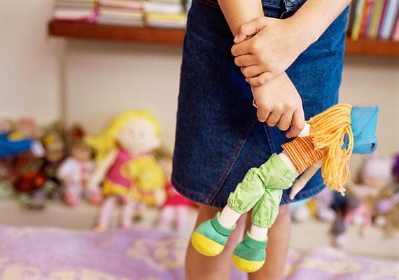 A babázásban egyértelműen a szülői attitűd jelenik meg, és tipikusan a személyiség anyáskodó, törődő természetre utal. Csemetéd vélhetően óriási empátiával rendelkezik.