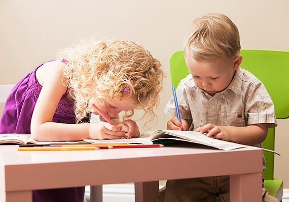 A rajzolás és a színezés művészi hajlamokra enged következtetni - gyerkőcöd valószínűleg roppant kreatív.