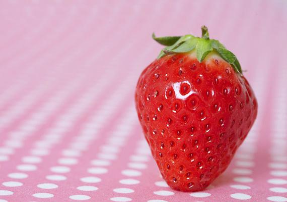Az eper antioxidáns gyümölcs. Magas C-vitamin-tartalmú, és ásványi anyagokban is gazdag. A gyerekek imádják! Bár most még kicsit drága, pár szemet azért vehetsz a kölyöknek!