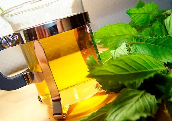 A borsmenta teája is tartalmaz flavonoidokat, emellett cseranyagokat is, így jó immunerősítő.