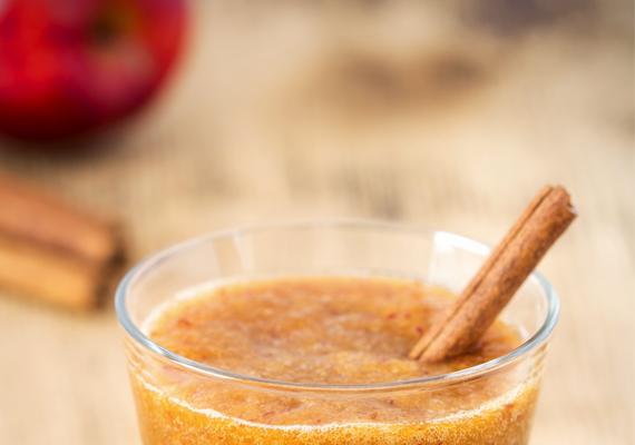 Karácsonyi turmixA téli időszak kedvence lehet a következő finom, vitamindús turmix, amely almából és narancsból készül.Hozzávalók:1 alma3 narancs facsart levepici fahéj és szegfűszeg
