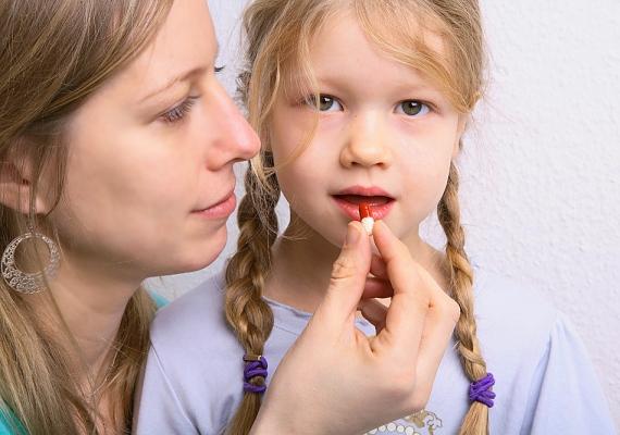Ha az allergiás kicsinek idejében, még a parlagfűszezon előtt elkezded adni a gyógyszerét, megakadályozhatod a súlyos tünetek előjövetelét és egy esetleges gyulladásos szövődményt is.
