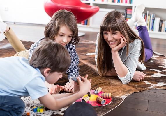 Parlagfűszezonban a gyerek jobb, ha inkább a lakásban játszik, mint a szabadban. Ha ki is megy, ne töltsön ott túl sok időt.