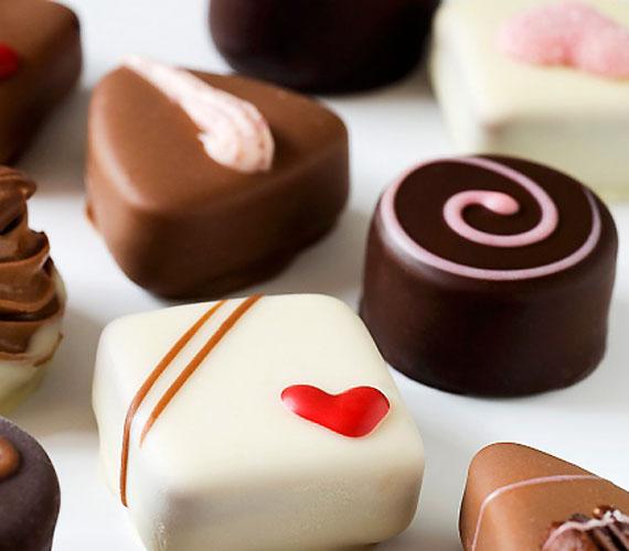 Az édességek is sok cukrot tartalmaznak, rendszeres fogyasztásuk pedig függőséghez vezethet - holott az átmeneti örömérzés természetesen nem orvosolja az esetleg problémákat, melyek így idővel akár el is mélyülhetnek.