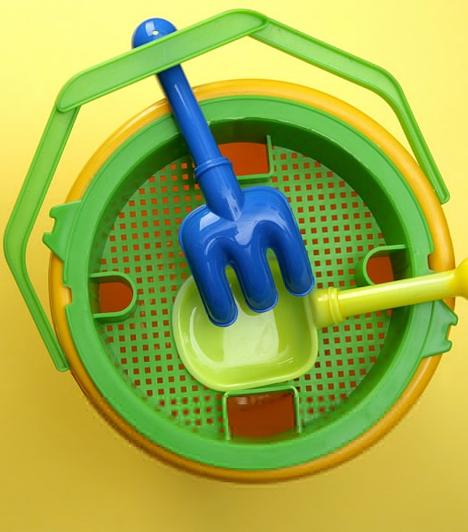 Műanyag játékok                         A műanyag játékokban PVC lágyítószer, vagyis ftalát van, ami úgyszintén rákkeltő. Mindig nézd meg, hogy milyen játékot adsz a gyerek kezébe!