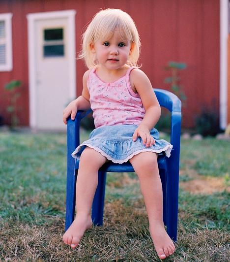 Műanyag bútorok                         A műanyag bútorokban ftalát és ólom is lehet, mindkettő erősen rákkeltő. Furcsa, miért gyártanak mégis annyi gyerekbútort ebből az anyagból.