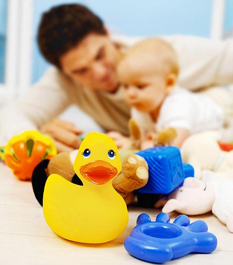 Műanyag játékok  A PVC lágyításához használt ftalátok elvétve ugyan, de egyes játékokban is előfordulhatnak. A DEHP, a DDP és BBP-ftalátok játékokban való alkalmazását az Európai Unióban már betiltották, de nem árt óvatosnak lenni és alaposan átolvasni a címkén feltüntetett összetevőket.