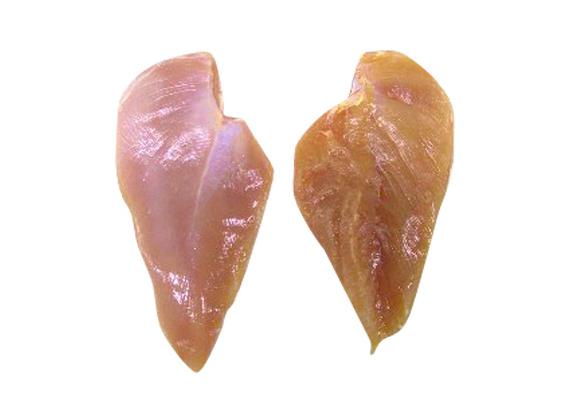 Ami a csirkemellet illeti, az ideális csirkemell rózsaszín árnyalatú, a hús erezete nem rajzolódik ki erősen, és az apró inakat nyálkahártya fedi. Az állott, nem túl friss csirkemell sárgásabb, erezete erősebben rajzolódik, és a hús felülete is ragacsosabb.