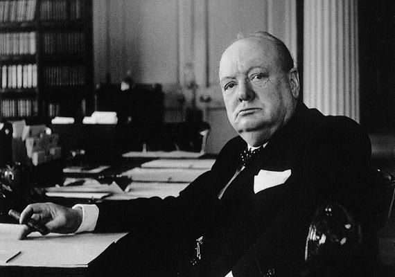 Winston Chrurcill annyira rettegett az iskolai versengéstől, hogy emiatt gyűlölt suliba járni - ami a jegyein is meglátszott. A politikus szerencsére kinőtte ilyenfajta érzéseit, sőt, irodalmi tevékenysége kapcsán még Nobel-díjat is kapott.