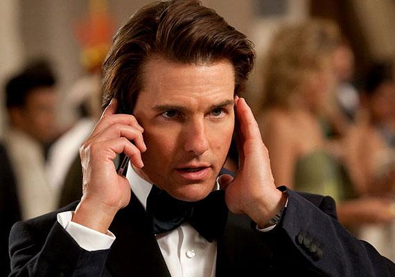 Tom Cruise is hadilábon állat az írással és olvasással, diszlexiájának köszönhetően.