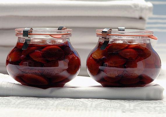 A befőttek is tele vannak cukorral, ráadásul a gyümölcsök vitamintartalma a hőkezelés során nagyrészt elveszik. Inkább tedd a mélyhűtőbe a szezonális finomságokat.