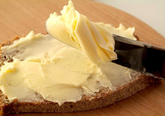 A vaj értékes fehérjeforrás, savasító hatása miatt azonban érdemes csak vékonyan megkenni vele a kenyeret.