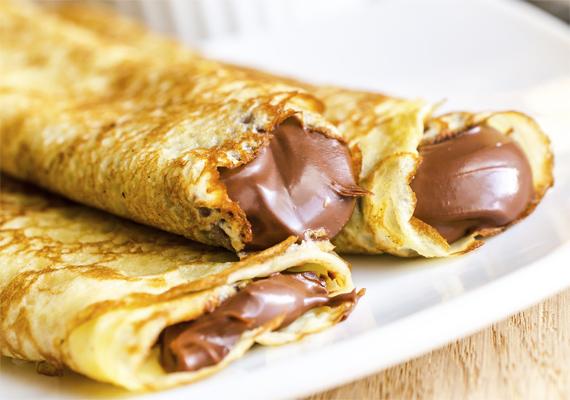 Akár a strandon veszitek, akár otthon sütitek meg, a palacsintaevésre is vigyázzatok nyáron! A nagy melegben ugyanis a tojást tartalmazó édesség nem áll el hűtés nélkül, így a frissen sütött finomságot egyétek meg azonnal!