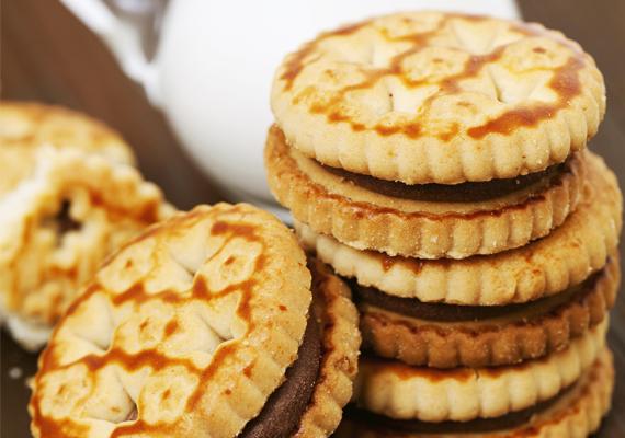 A csokikrémmel töltött keksz nagy gyerekkedvenc, de 100 grammja 72 gramm szénhidrátot tartalmaz, ami nem túl biztató, ezért helyette érdemes más jellegű csemegét adni a gyereknek, például házi gyümölcsturmixot.