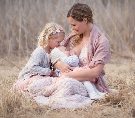 """""""A szülés utáni depressziót követően a szoptatás újjáépítette bennem a hitet a testem természetes képességei iránt, a magabiztosságomat anyaként, és képessé tett arra, hogy felismerjem az élet erejét és szépségét."""""""