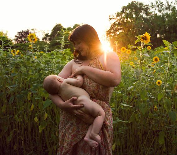"""""""Ez a mi pillanatunk, amikor minden másról elfeledkezünk. Ölelkezünk, cirógatjuk egymást, összekapcsolódunk, érezzük egymás érintését... és érezzük a kölcsönös szeretetet."""""""
