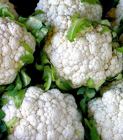 Puffasztó zöldségek                         Mialatt szoptatsz, feltétlenül kerüld a legendás k-s zöldségek listáját. Ezek ugyanis felpuffaszthatják a babát, erős hasfájást okozva neki. A karfiol, a káposzta és a karalábé mellett kerüld a babot és a borsót is. Nem, minden babánál okozhatnak panaszokat, de ha szoptatás után pocakfájdalomról van szó, ezek a leggyakoribb bűnösök.